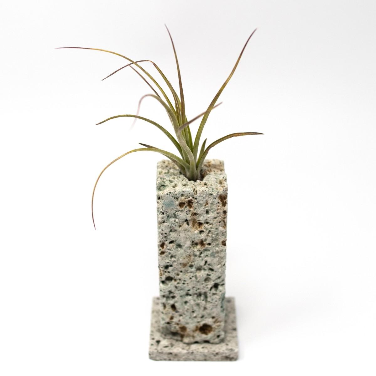 Photo of Ōya Ishi Ichirinzashi Vase