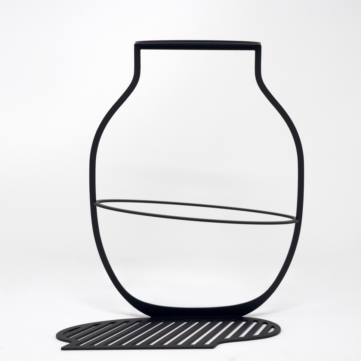 Photo of Outline Vase Large